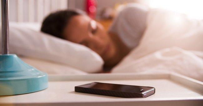Ce se intampla daca dormim cu telefonul langa noi
